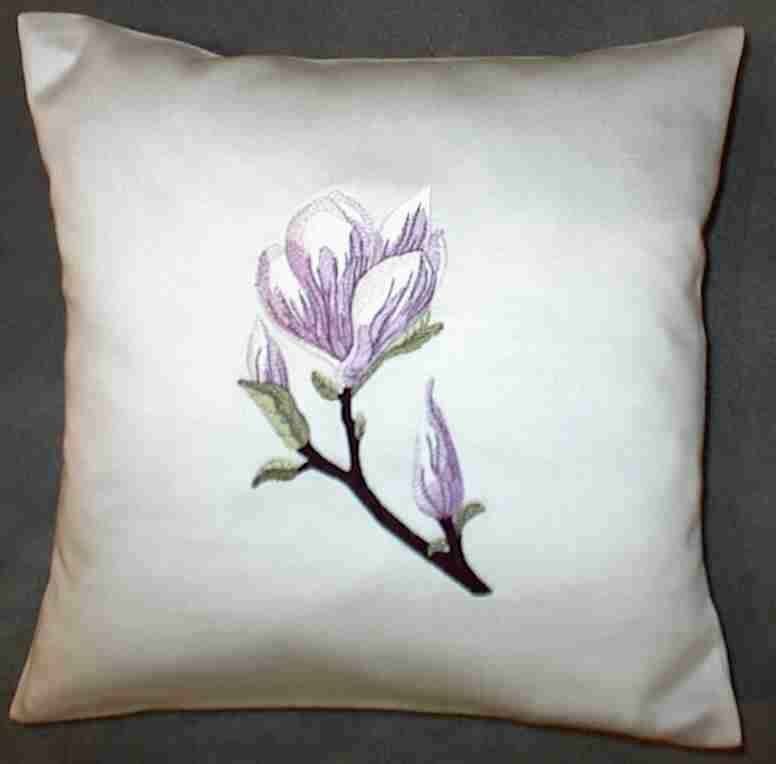 exclusive stickereien 1 kissen bestickt mit magnolie. Black Bedroom Furniture Sets. Home Design Ideas
